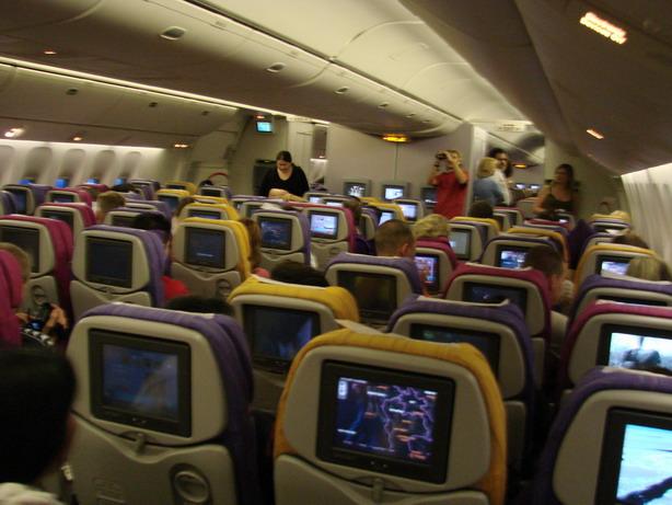 Салон самолета Тайских авиалиний.  Необычно комфортно на борту Боинга 767.